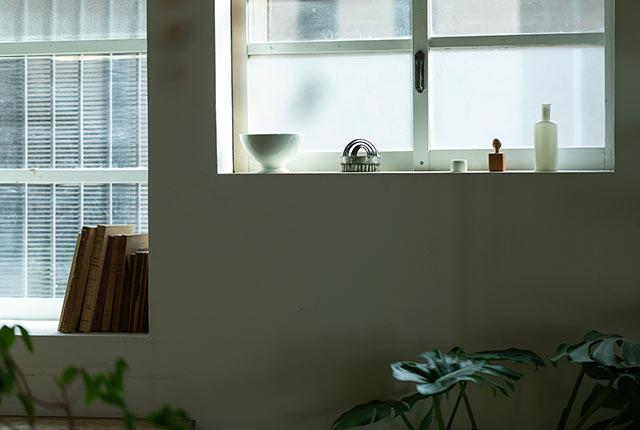 cueの窓からやさしい光が入り込む