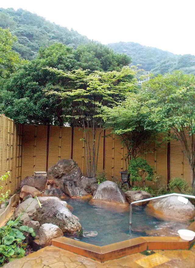 柴石温泉の露天風呂