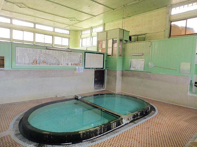 四の湯温泉の楕円湯舟