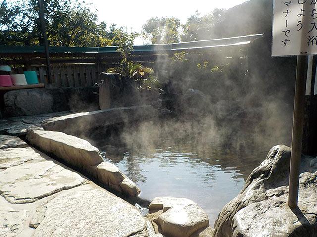 九日市温泉 万年の湯の露天風呂