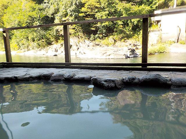 駅前温泉の露天風呂