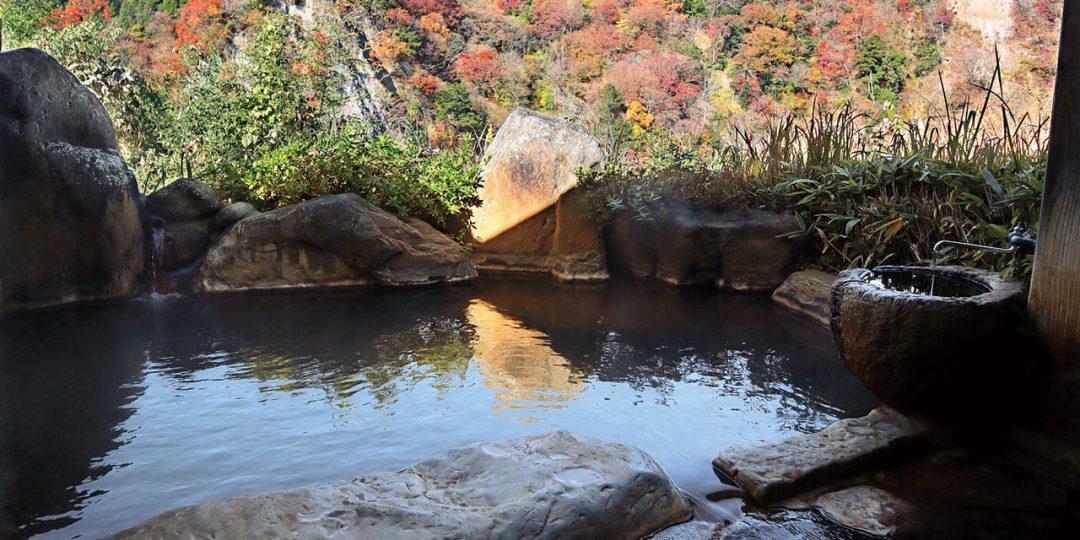 渓谷の宿 二匹の鬼の露天風呂