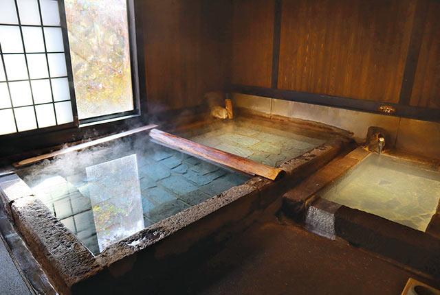 寒の地獄旅館の温泉