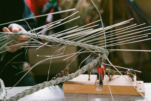 編み込み作業