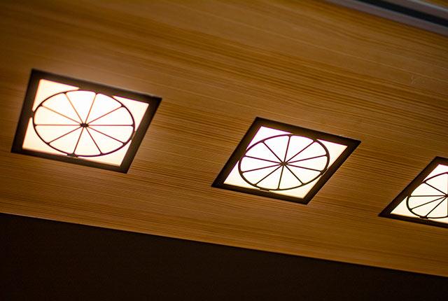 エントランスの天井の照明