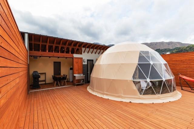 グランシア別府鉄輪のドームテントとダイニング