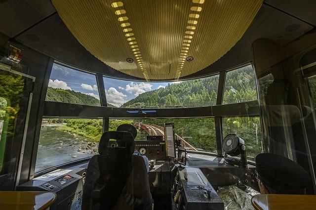 ゆふいんの森の運転席から見える自然景観