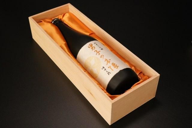 高級そうな箱に入る、日本酒「男子の本懐」